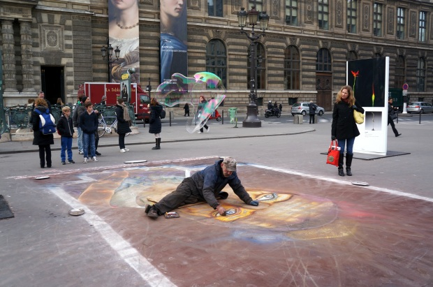 Bubble painter across from the Louvre