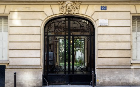 Entrance to Gertrude Stein apartment building at 27, rue de Fleurus