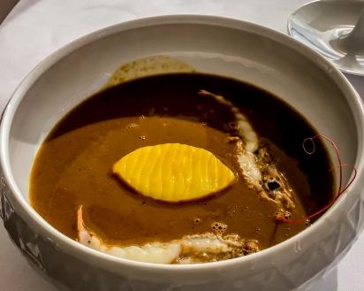 Troisième Palier--Pour arriver en profondeur, trois pièces de poissons cuits entiers, soupe de roche aux favouilles
