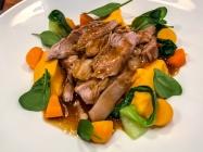 Epaule d'agneau confite, purée de butternut et mélange de légumes