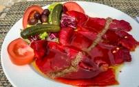 une salade de poivron rouge