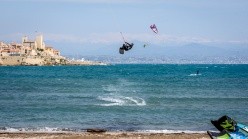 190420_001_Parachute surfing