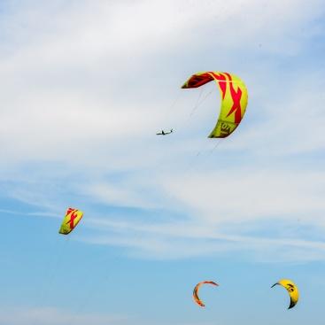 190420_441_Parachute surfing