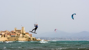 190422_214_kitesurfing